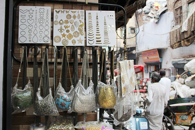 metal-accessories-in-various-designs-at-turkman-gate