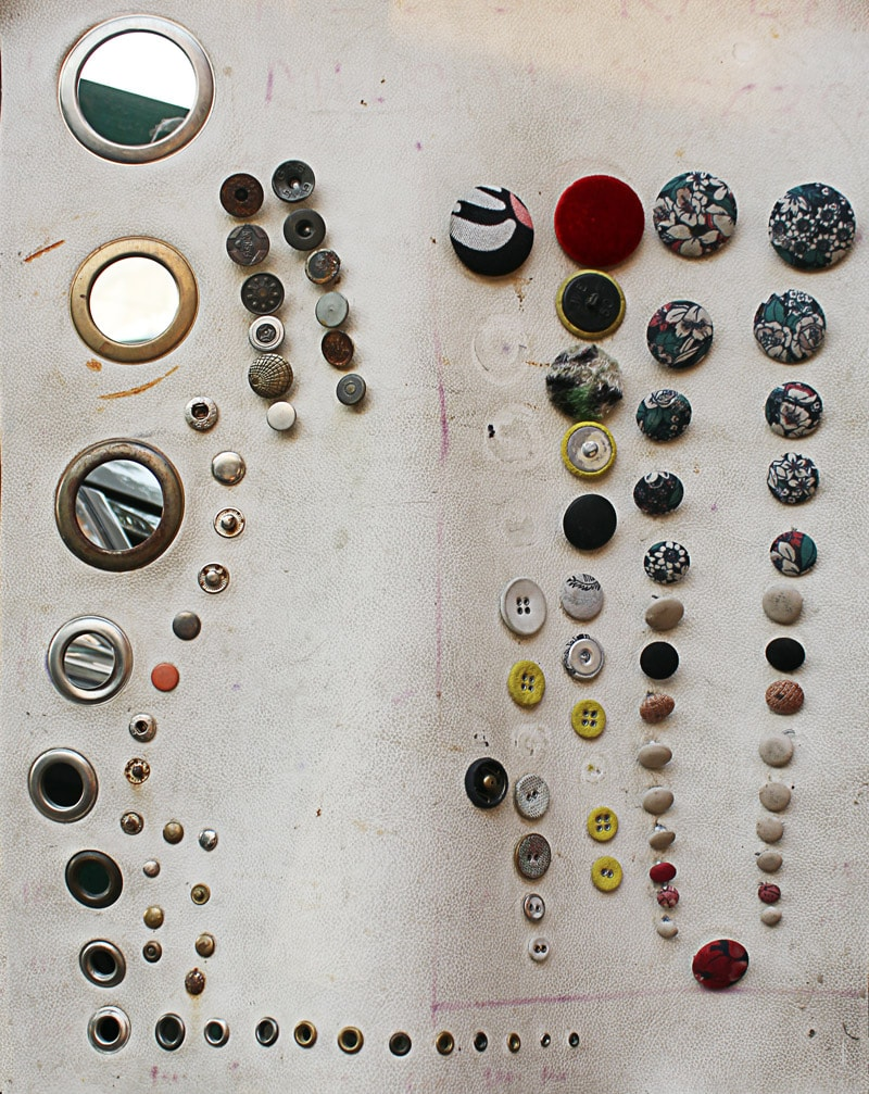 outstanding-buttons-in-prominent-designs-and-metallic-rivets-are-prevalent